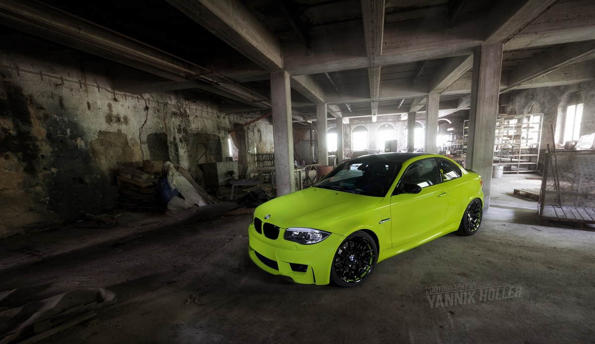 Very green BMW 1M coupe