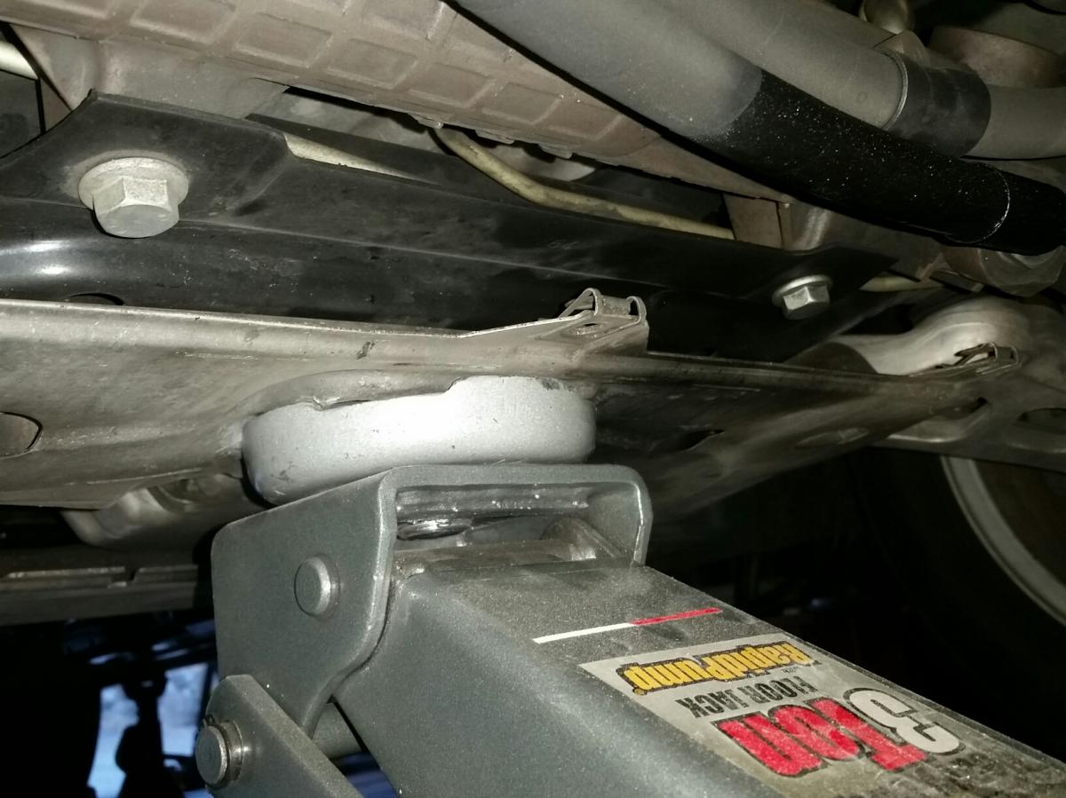 Click image for larger version  Name:E46, front jack point on chassis plate 1.jpg.jpg Views:85 Size:116.7 KB ID:747228