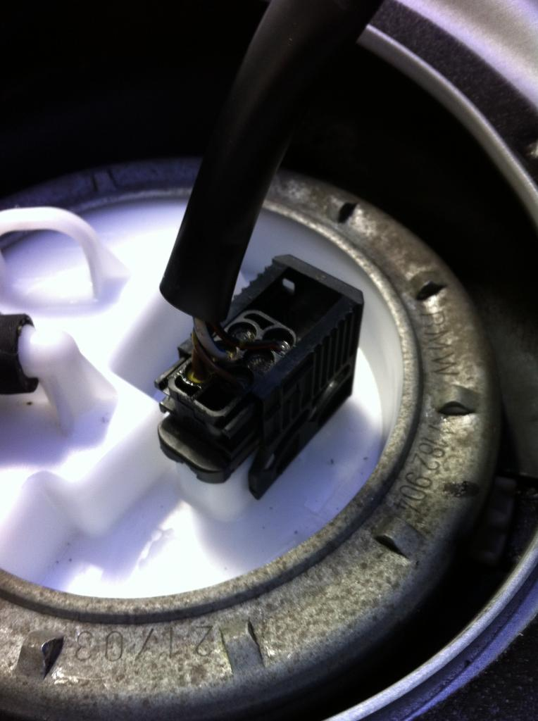 Click image for larger version  Name:E46 fuel sender connector 2.jpg Views:14333 Size:69.1 KB ID:480891